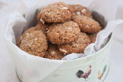 עוגיות פינוק בטעם שוקולד לבן עם שיבולת שועל ואגוזי פקאן
